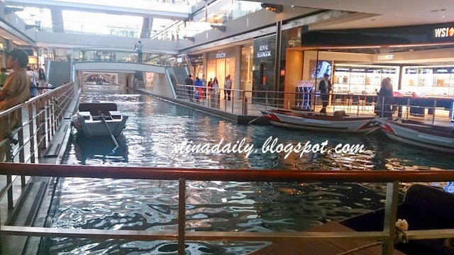 Sampan in Singapore