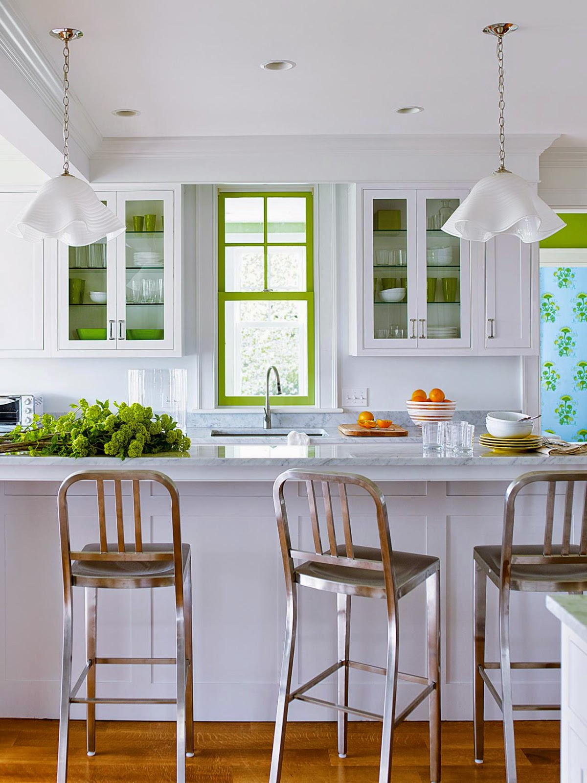 If Your Existing White Kitchen Just Needs A Little Pick Me Up Take A Cue From Us And Replace The Kitchen Cabinet Doors With Glass And Accent Your Dishes