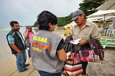 Semsur aplicará multa de até R$ 5 mil em comércios irregulares na praia de Ponta Negra