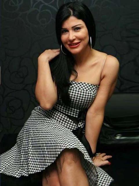 Sexy Neha Dhupias Cleavage & Butt