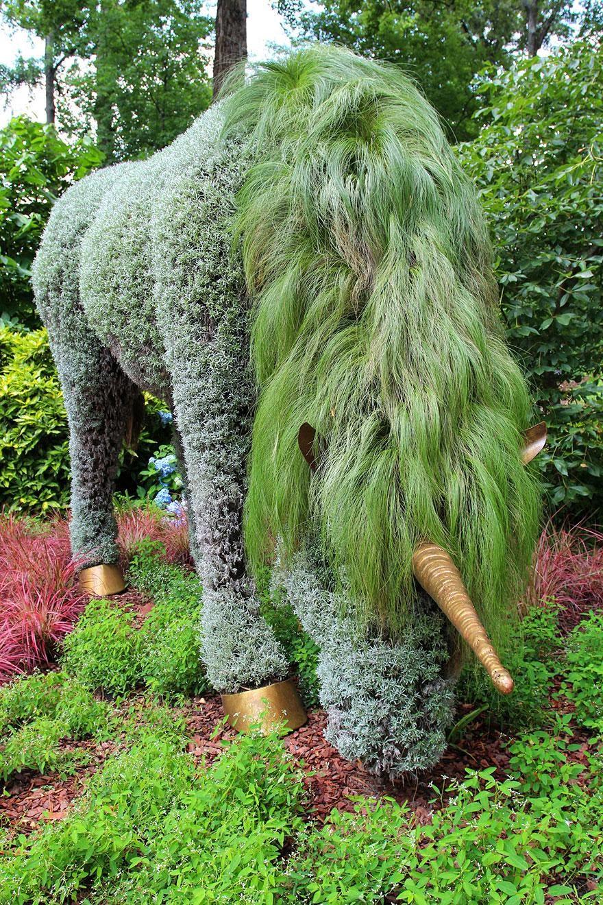 Amazing plant art sculptures mosaiculture exhibition at the atlanta botanical gardens naga - Gartenskulpturen selbstgemacht ...