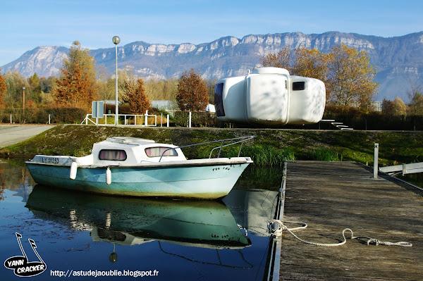 Viviers-du-Lac - Bulle six coques de Jean Benjamin Maneval.