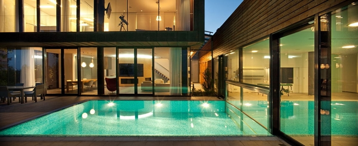 Outdoor swimming pool at night in Contemporary house in Ukraine by Drozdov & Partners