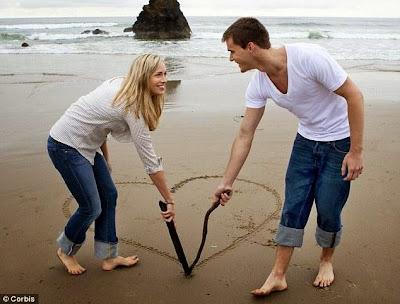 woman girl love man  - كيف تؤكّدين لرجل أحلامك أنّك معجبة به - امرأة فتاة تحب رجل