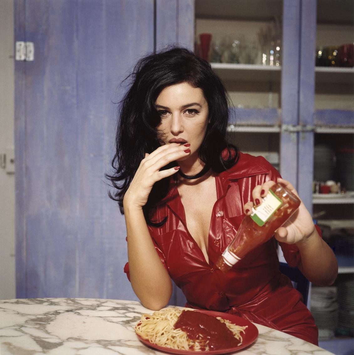 http://3.bp.blogspot.com/-z-frIcoR0-U/T1aiPrnlkyI/AAAAAAAAhcs/6LpdPtN_FzQ/s1600/Breakfast-with-Monica-Bellucci-Novembre-1995-Paris.jpeg