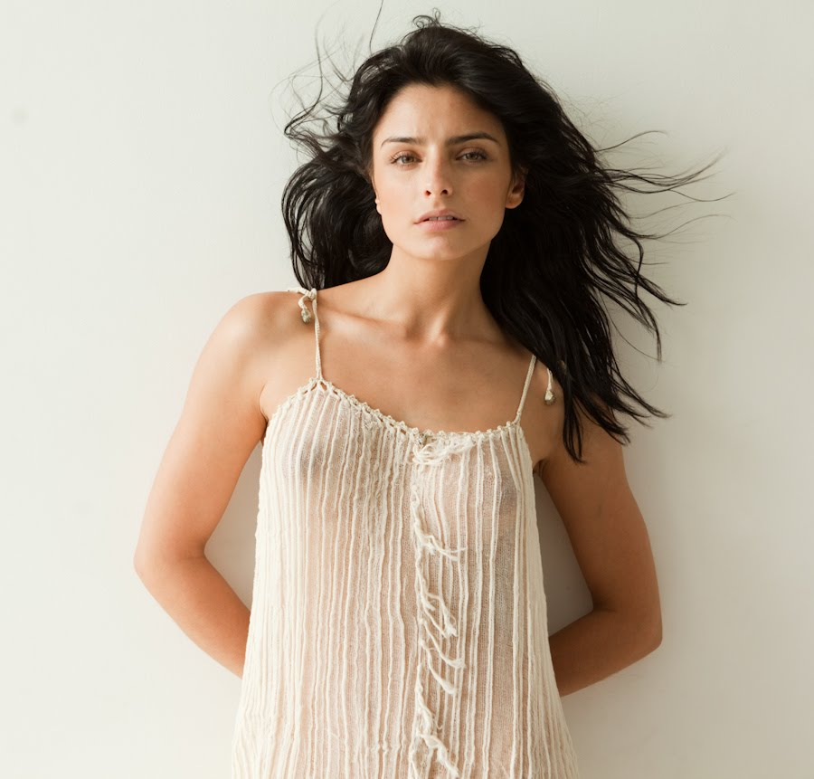 Aislinn Derbez Hot