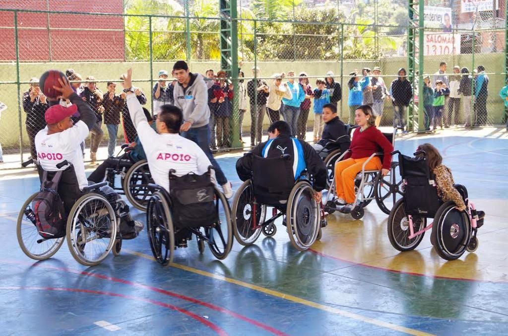 Alunos da Rede Municipal de Teresópolis participam de seminário sobre Basquete Adaptado