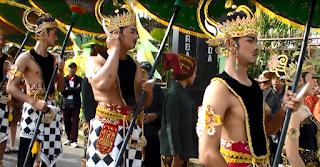 Prajurit Pengawal Kirab Parak Iwak Pada Festival Serayu 2015 dari SMK PB