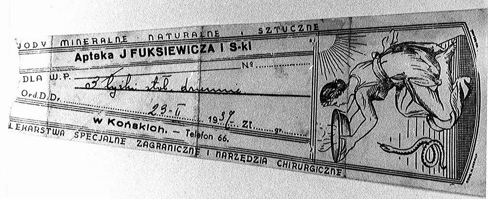 Recepty dołączane do leków przygotowywanych w aptece J. Fuksiewicza i s-ki, okres XX międzywojennego, w zbiorach KW.