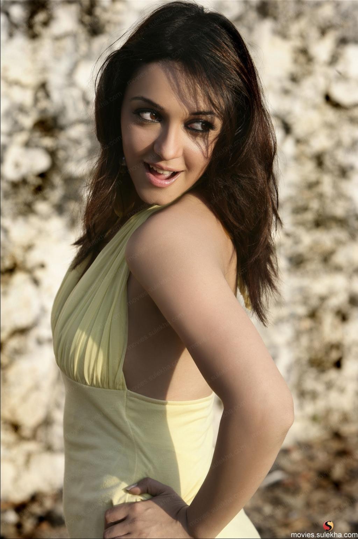 hot celebrities photos bazer: nauheed cyrusi