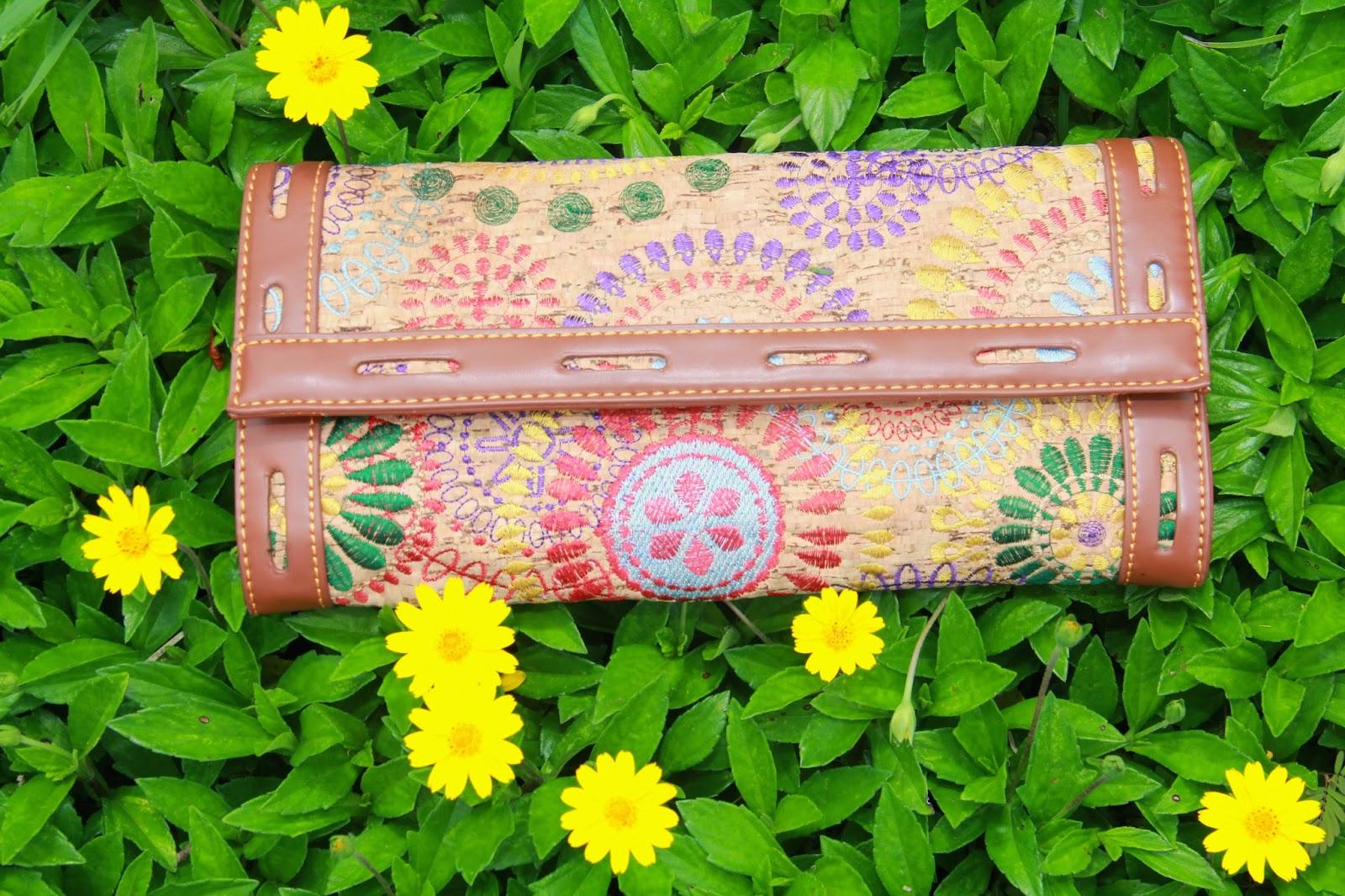 Embroidered Clutch @ www.elizabethmarieandme.com