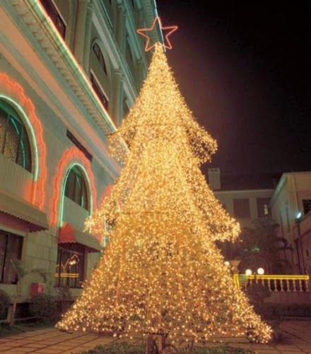 imagen de arbol navideños de luces