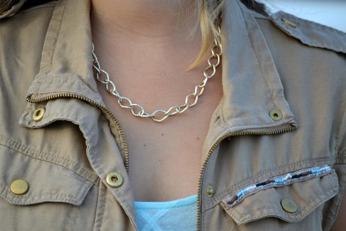 look_outfit_chaleco_safari_stradivarius_sandalias_primark_collar_cadena_dorado_valentina_complementos_nudelolablog_04