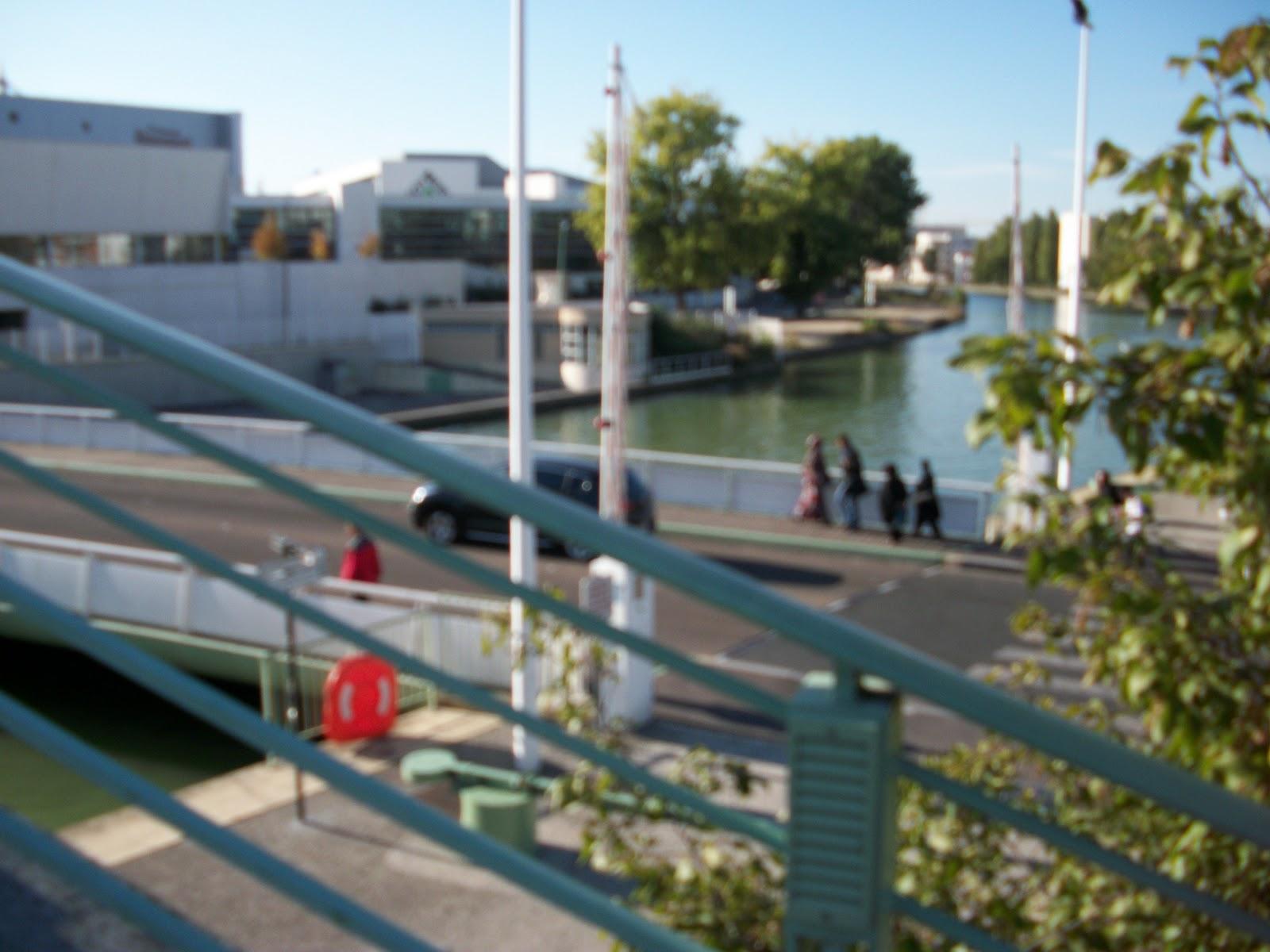 moveable bridge near stade de france st denis some. Black Bedroom Furniture Sets. Home Design Ideas