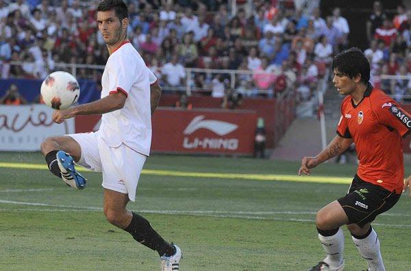 1-0  VICTORIA CON SELLO Y ÉPICA El Sevilla derrotó con justicia al Valencia  jugando gran parte del segundo tiempo con nueve jugadores. d006194be3bc7