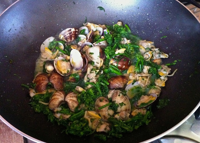 spaghetti _with _clams_turnip _greens