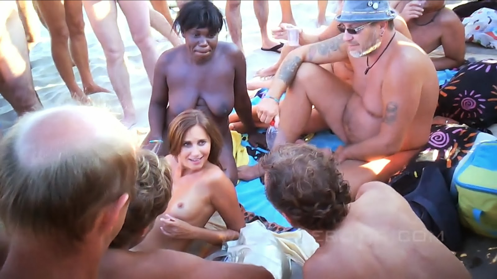 nudisti-so-vsego-mira