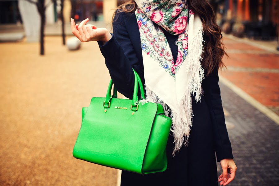 павлопосадские платки, белая шерсть, розовые розы, русские блогеры, уличный стиль