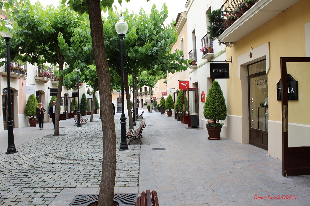 Barcelona gezi rehberi barcelona al veri for Las rocas outlet barcelona