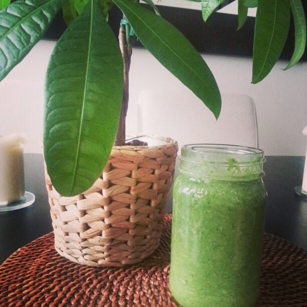 Green smoothie + Thyroid issues on *sparklingly [http://www.sparklingly.blogspot.com]