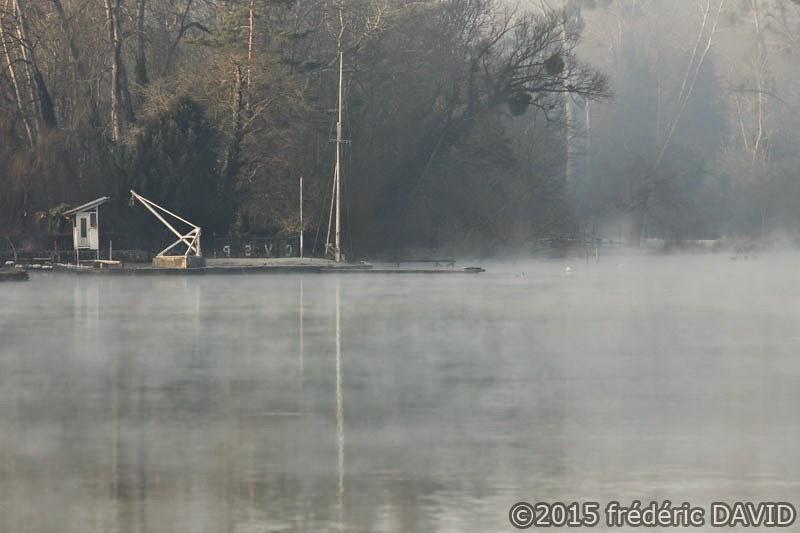 fleuve Seine port fluvial matin brume Seine-et-Marne Seine-Port