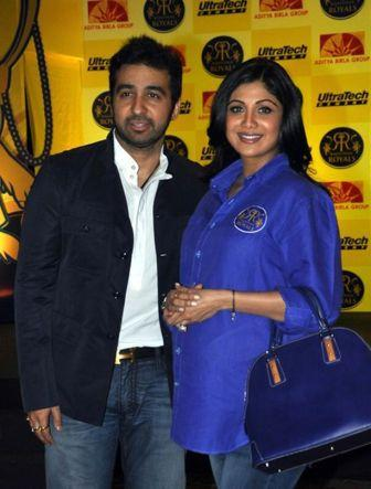 Shilpa Shetty Baby Bump - Pregnant Shilpa Shetty Unveil Rajasthan Royals Team Jersey