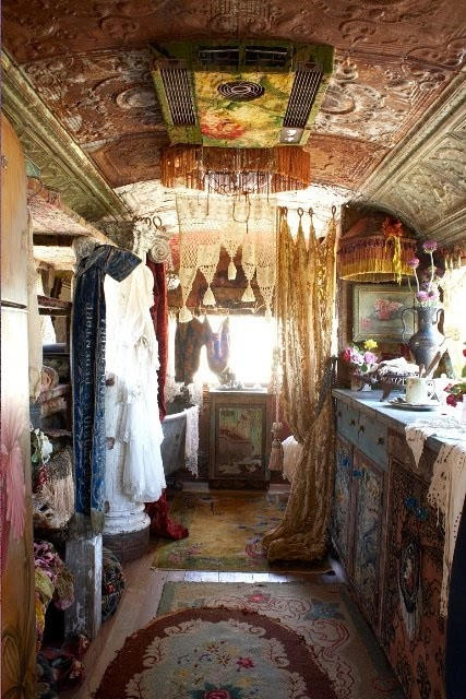 Awesome The Traditional Horsedrawn Gypsy  Living In Caravans From Around 1850 Which They Called A Vardo And It Was Their Most Prized Possession  Exteriors Of Many Vans Are Ornately Painted, Panelled, Giltleafed And Decorated  Interiors May Be