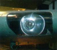 посадочная фара в передней кромке левой консоли