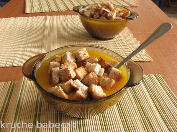 Pyszna zupka z dyni z grzankami :)