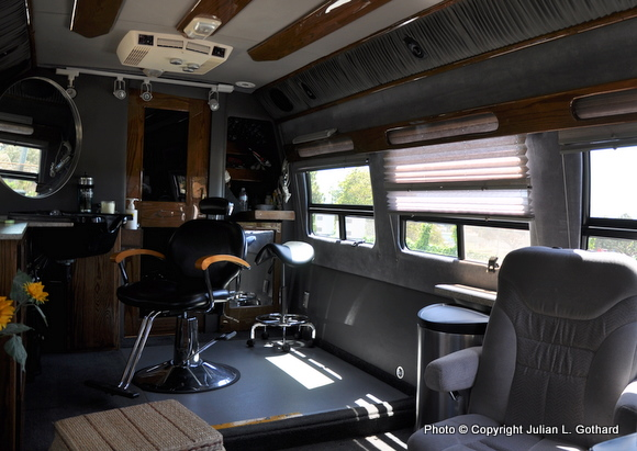 This ugly beauty business on location services mobile for Salon du mobil home
