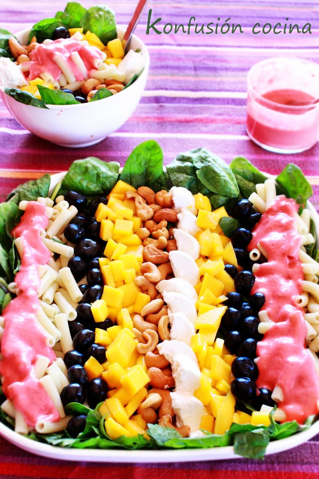anacardos frutos secos pasta macarrones blueberry salad espinach chesse coat vinaigrette Macaroni cashew nuts Raspberry
