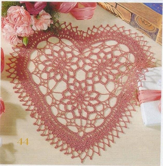 Carpeta con forma de corazón para tejer con ganchillo