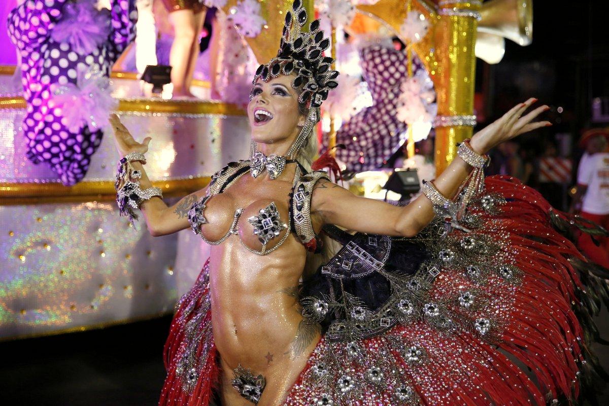 Thalita Zampirolli ousa com tapa-sexo de 7cm: 'O que é bonito é para mostrar'