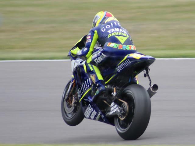 Gambar 2 - Foto Valentino Rossi di Moto GP 2005
