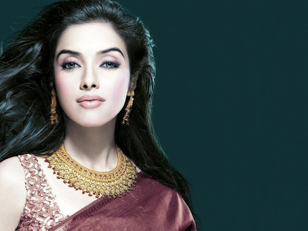 http://3.bp.blogspot.com/-z4i9d9ELTqs/UAzmg6m9XwI/AAAAAAAAFOw/bHgLiOry_k0/s1600/Asin_Bollywood_Actress.jpg