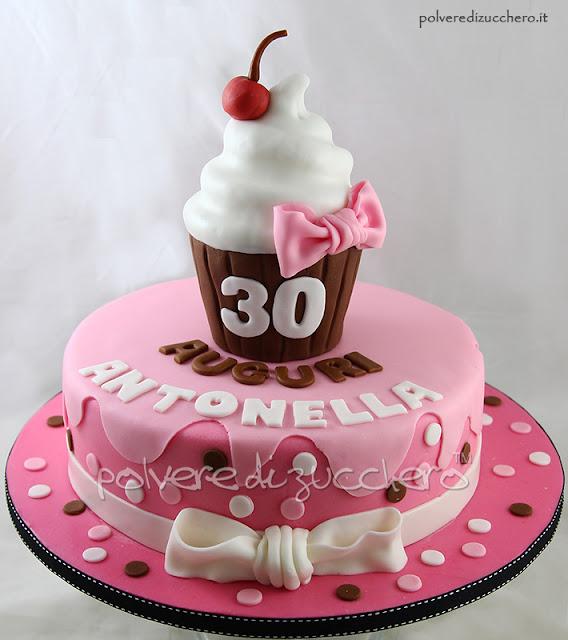 torta decorata polvere di zucchero compleanno cupcake pasta di zucchero