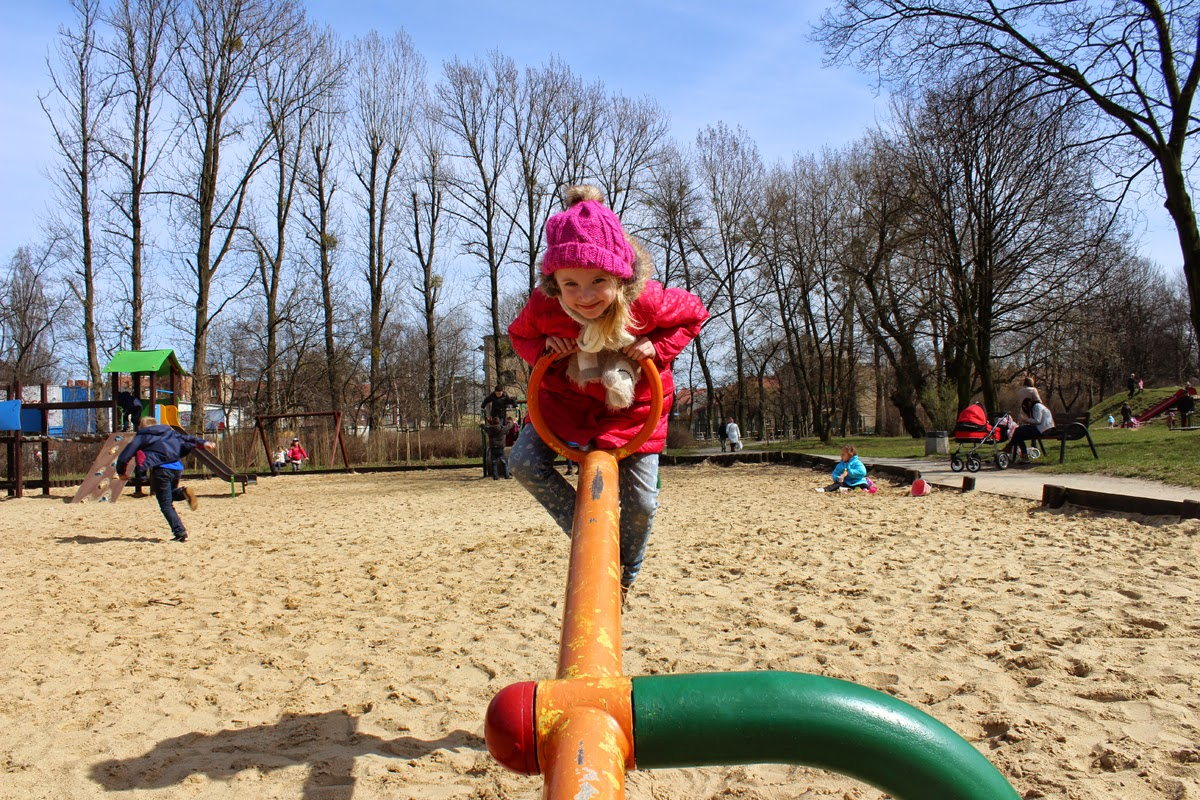 playground dates, sun, spring, poland, todaymyway.com