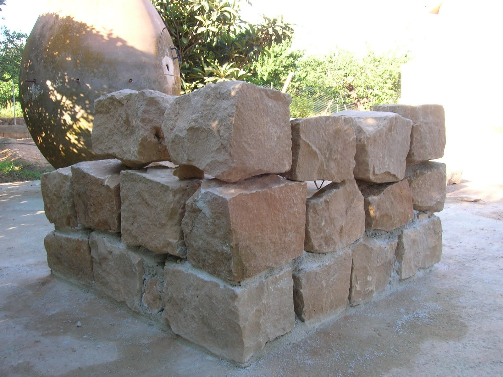 Mundocharly construccion de un horno de le a capitulo - Horno de piedra casero ...