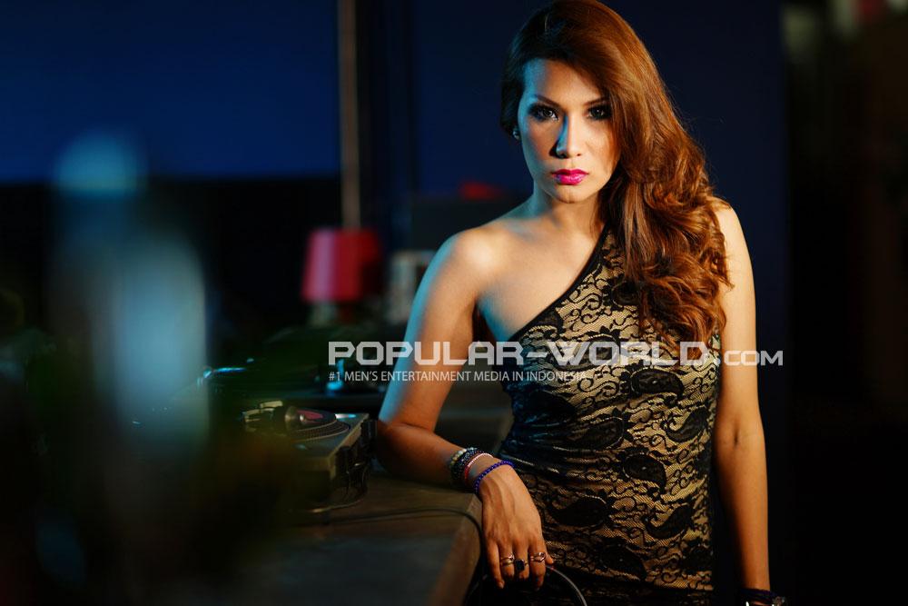 Tiara Eve Model Majalah Popular Agustus 2013
