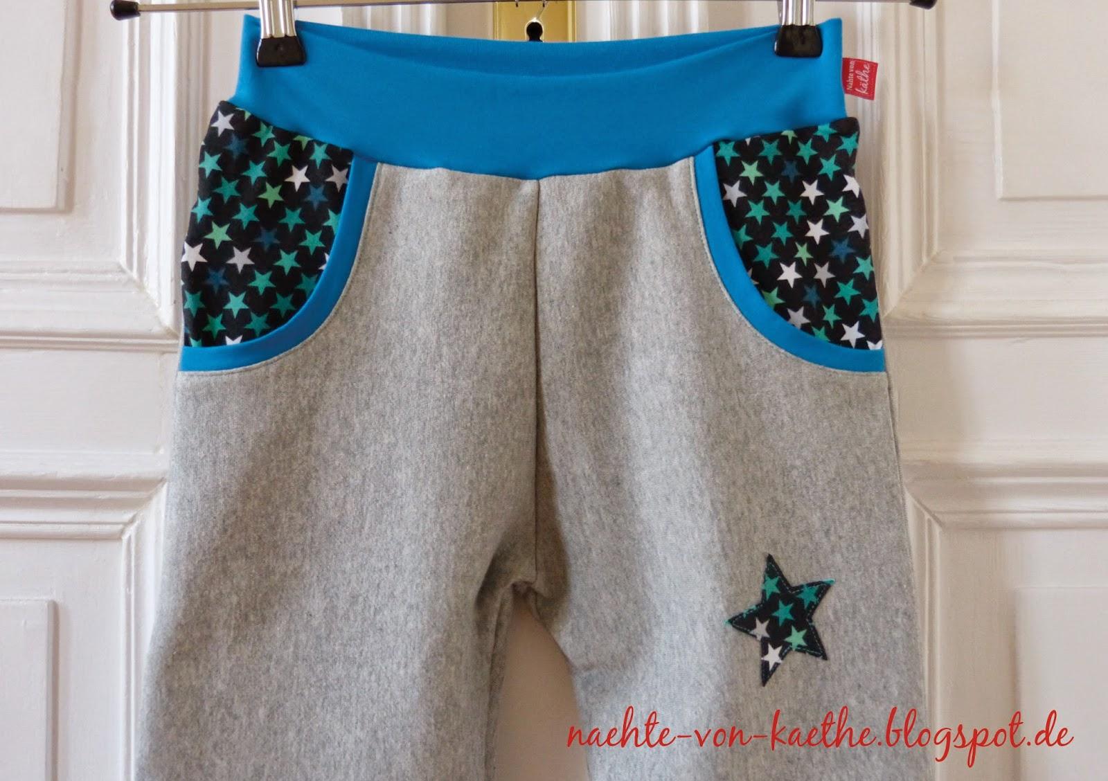 Lieblingsbuxe aus grauem Sweat, kombiniert mit Jersey in Petrol und Sternen, Sternenapplikation auf den Hosenbeinen