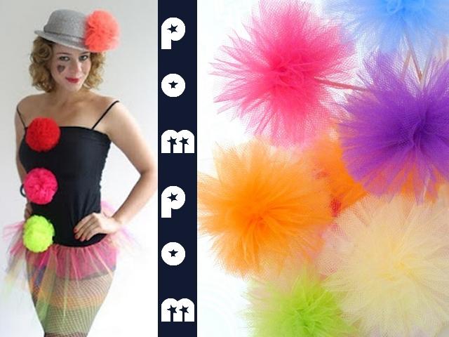 Ideia para inspiração de fantasia infantil com tule, pompom e roupas que se tenha em casa.
