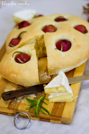 Chleb z winogronami i rozmarynem