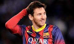 """Lionel Messi y su lujurioso harem con los pequeños """"futbolistas""""."""
