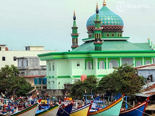 Masjid di Krueng, Banda Aceh (foto Tribunnews.com)