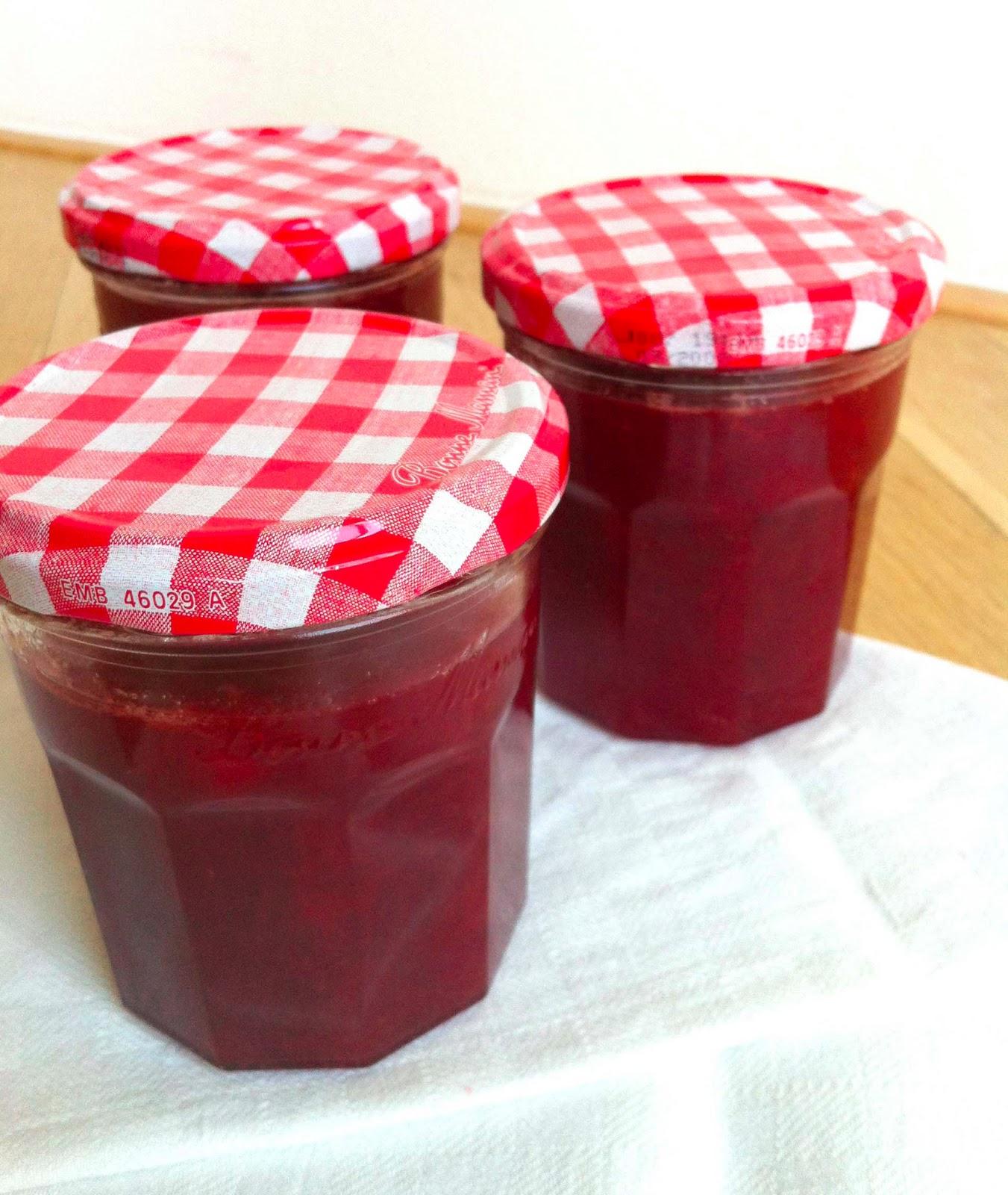cuisiner bien erdbeer rhabarber marmelade. Black Bedroom Furniture Sets. Home Design Ideas