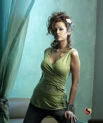 ESHA-GUPTA-HOT-BOLLYWOOD-ACTRESS-7
