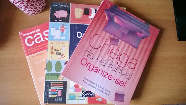 Três livros da área de organização de ambientes: Manual da Casa, Organize-se e Chega de bangunça