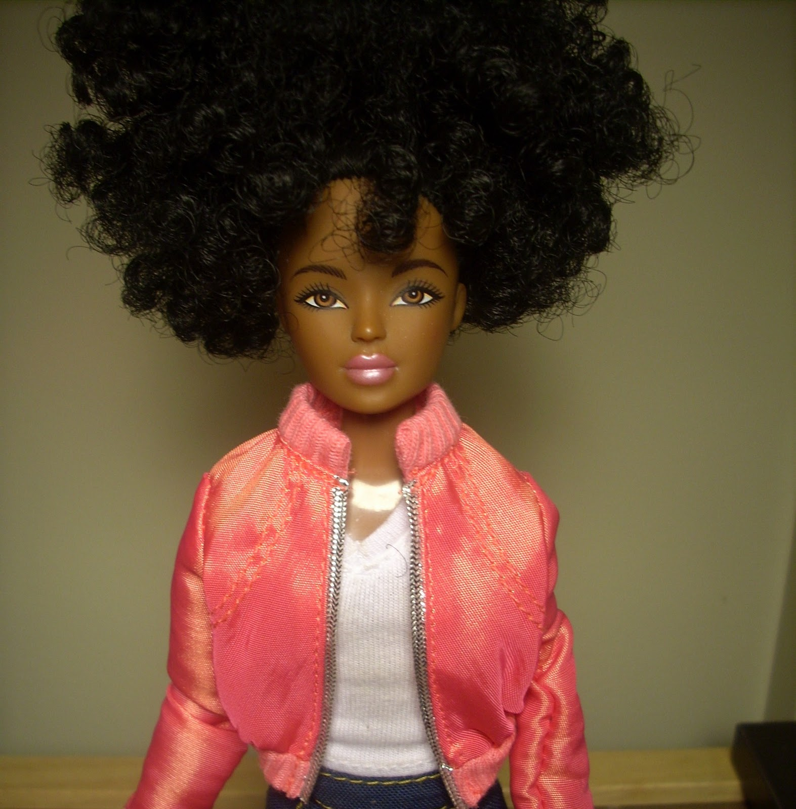 http://3.bp.blogspot.com/-z6xfsP383zg/TnjxR1RT-aI/AAAAAAAAAjc/3Jahj4-ShDU/s1600/New+Characters+to+Dolls+and+the+City+VII+047.JPG