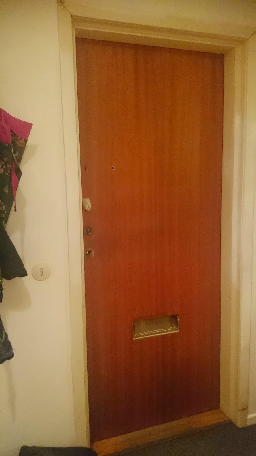 Släng dig i väggen, Ernst!: Måla garderobsdörrar och ytterdörr