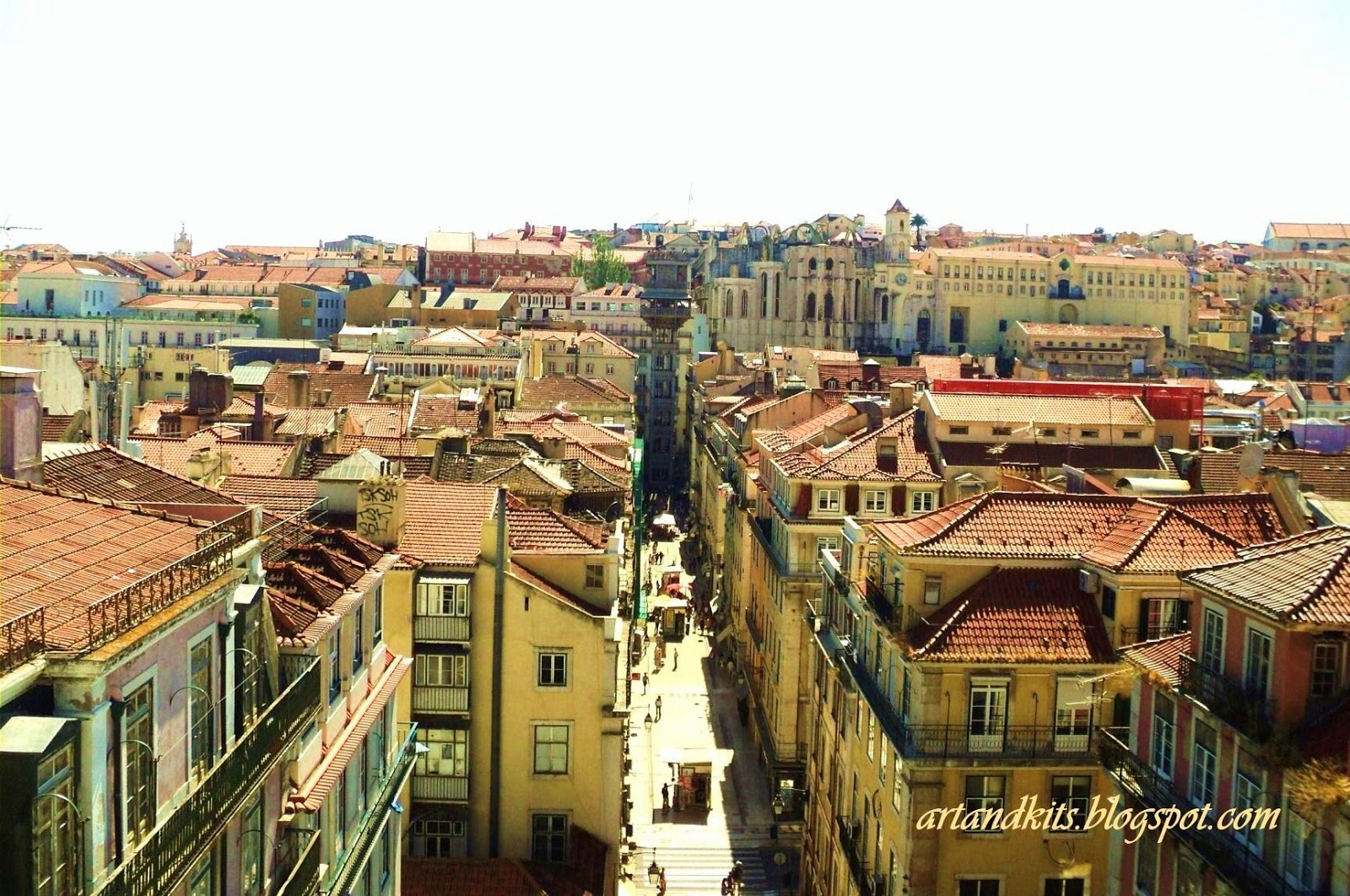 E quando o sol resolve mostrar-se... como hoje... que outra cidade no mundo consegue igualar-se, à nossa deslumbrante cidade à beira do Tejo... Lisboa? / And when the sun decides to show up... like today... what other city in the world, can be compared to our stunning city, on the edge of Tejo river... Lisbon?